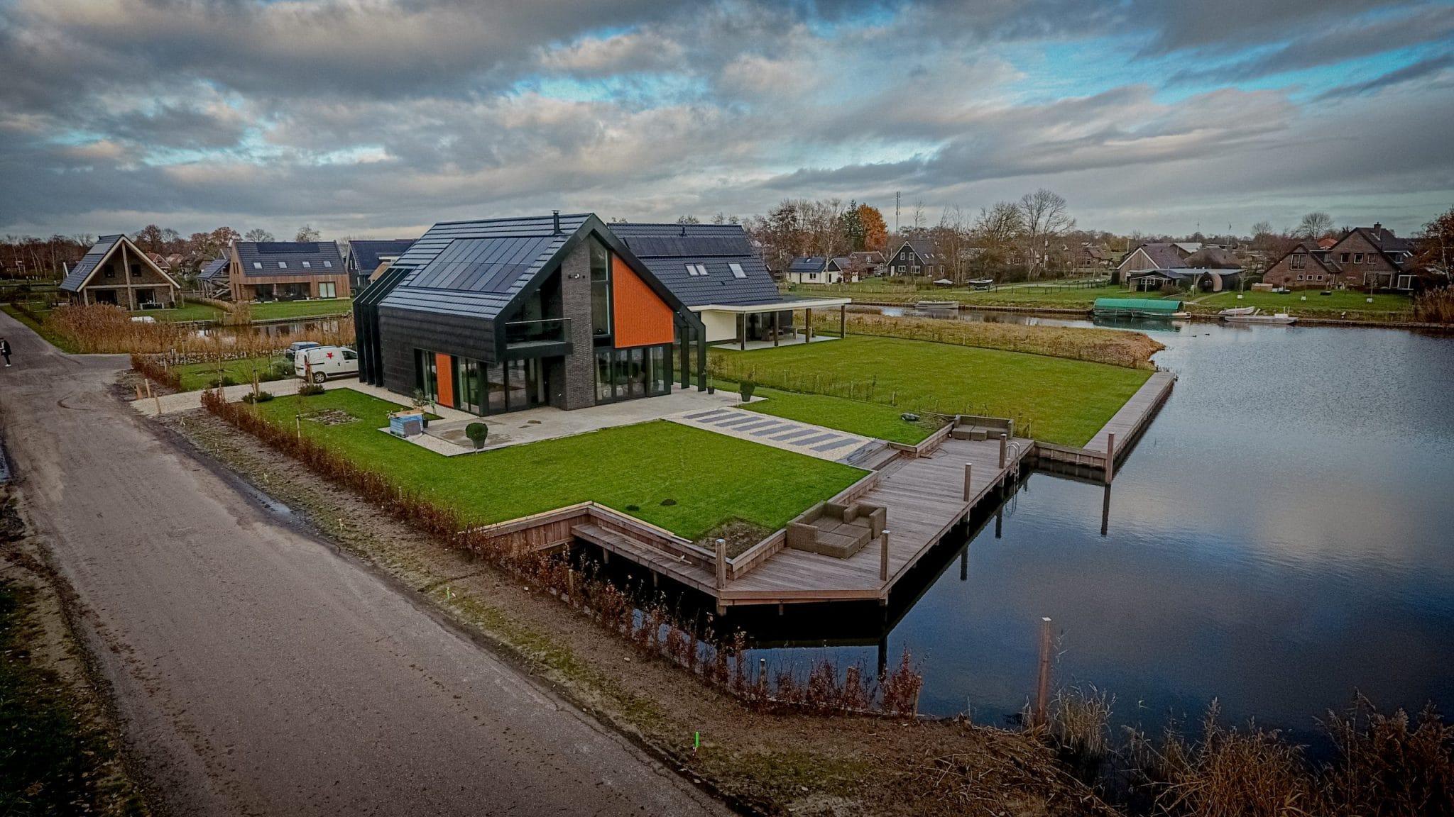 Droneshot moderne watervilla