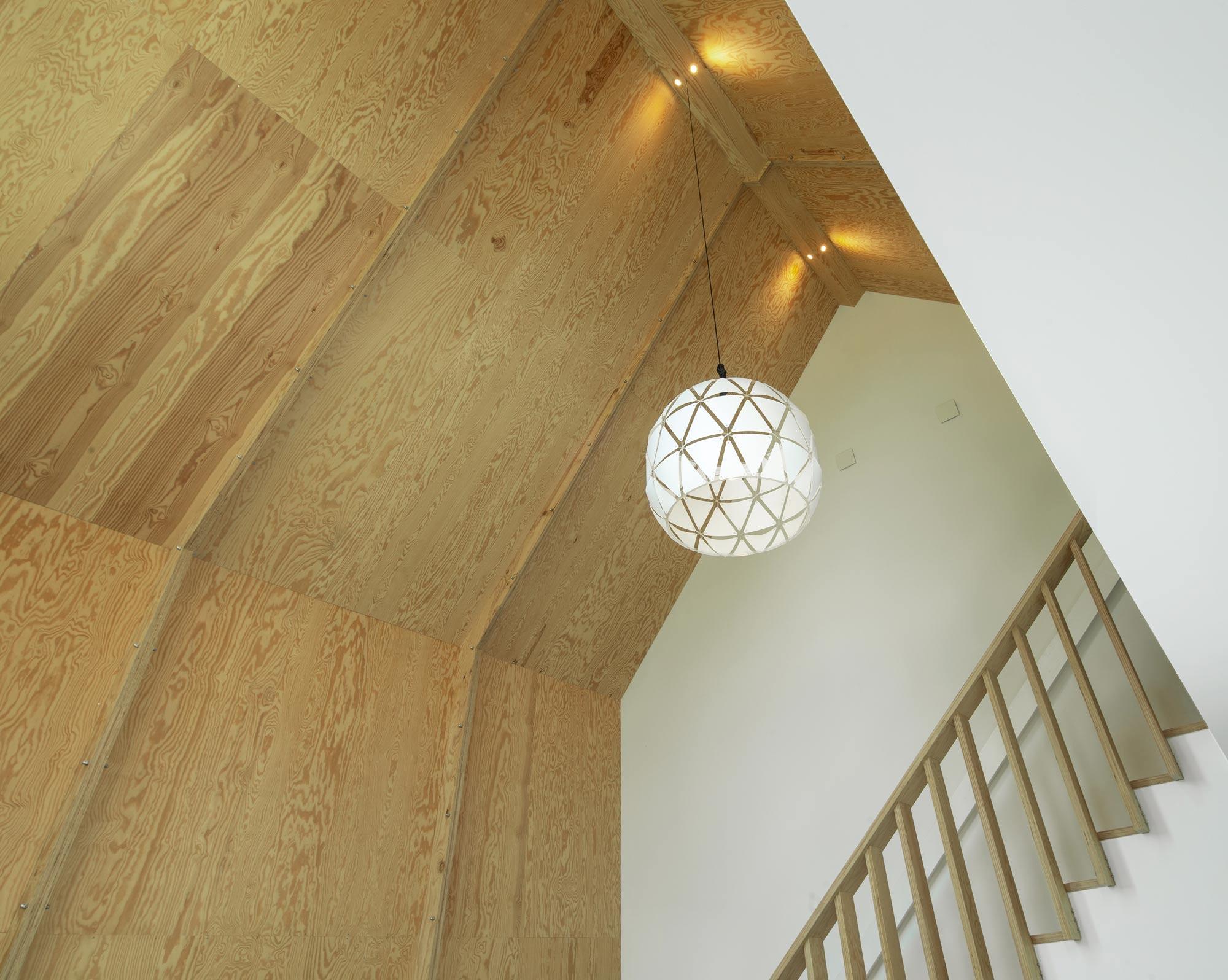 Hoge plafond in de woonkamer