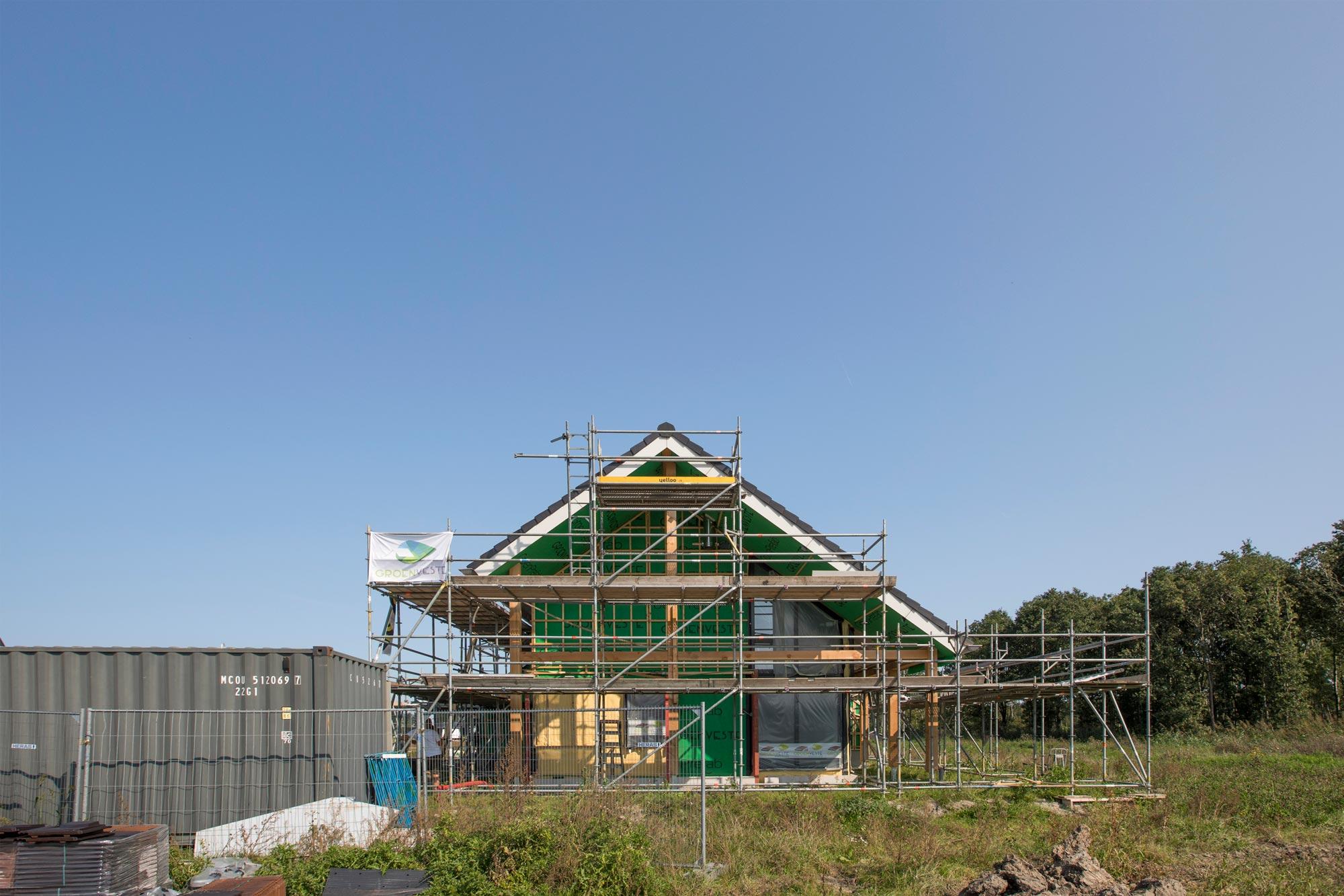 Een houtskeletbouw woning in aanbouw