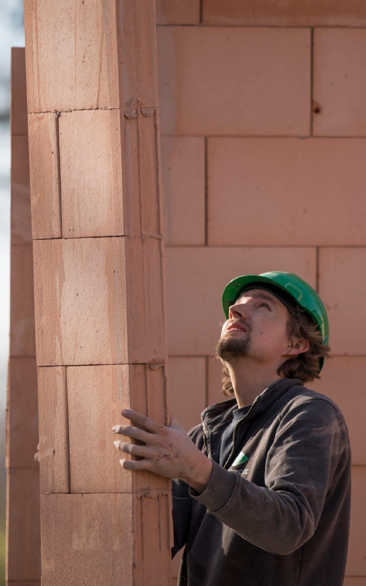 Uitvoerder op de bouwplaats